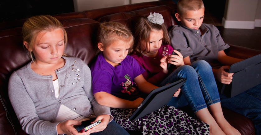Mladi koriste medije do 9 sati na dan
